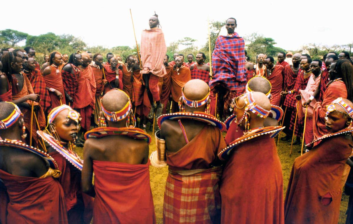 Massai beim Springtanz, Kenia.