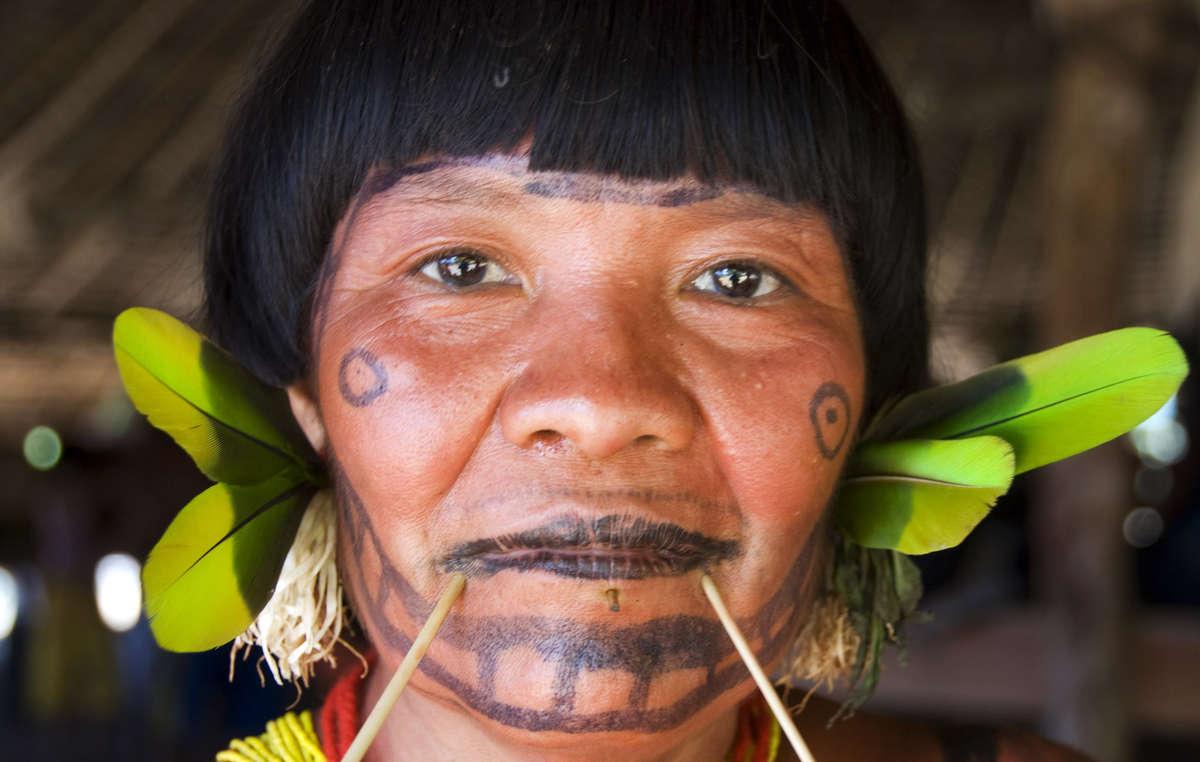 Survival travaille depuis des décennies avec les Yanomami. L'organisation a mené de nombreuses campagnes pour protéger leurs droits.