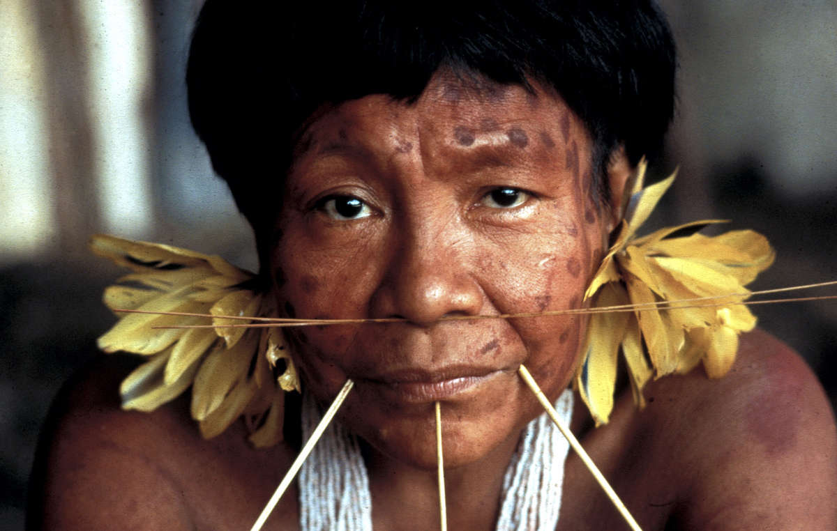 Femme yanomami. Lexploitation minière menace les Indien yekuana et sanema.