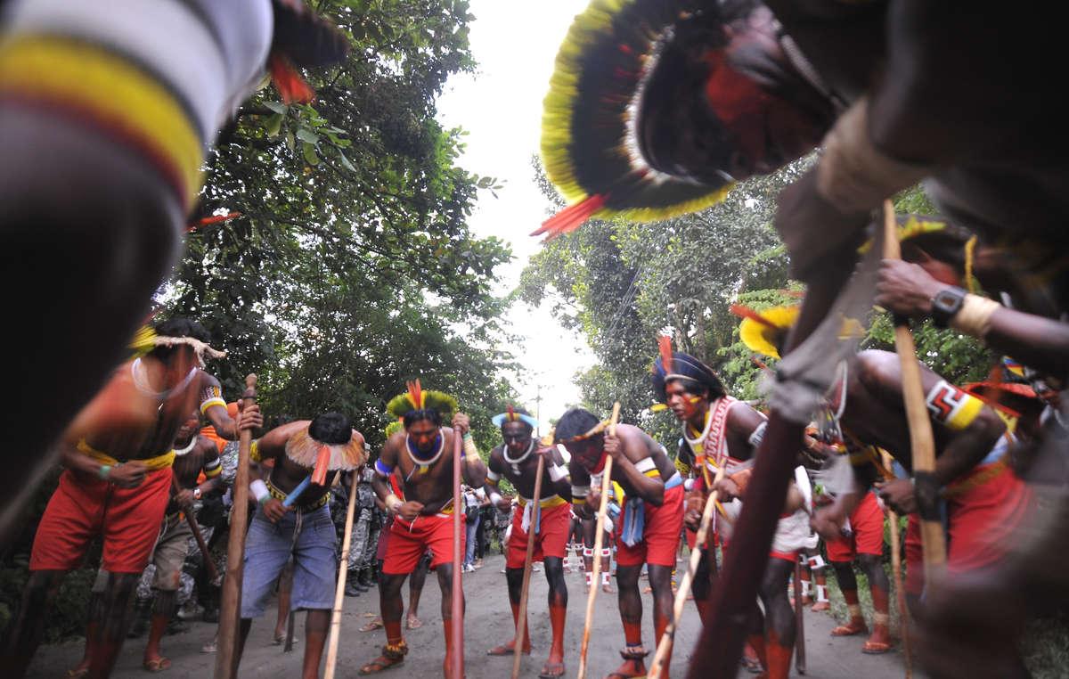 Ieri, nel Brasile meridionale la polizia ha ucciso un Indiano Terena e ne ha feriti molti altri.