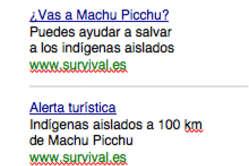 Los anuncios piden a los turistas que visiten Machu Picchu que actúen para evitar el impacto de la exploración de gas sobre los indígenas aislados.
