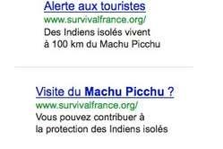 L'encart publicitaire sensibilise les touristes à l'impact de l'exploration gazière sur les tribus isolées.