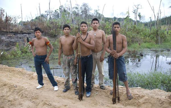 Angehörige der Awá haben eine seltene Reise nach Brasilia angetreten, um die Regierung aufzufordern, illegale Eindringlinge aus ihrem Gebiet auszuweisen.