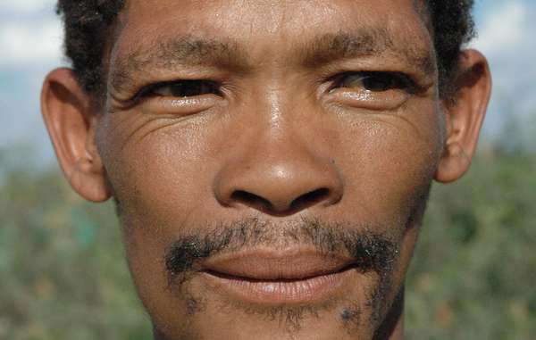 Kebonyeng Kepese è stato arrestato e picchiato per aver cacciato per nutrire la sua famiglia.