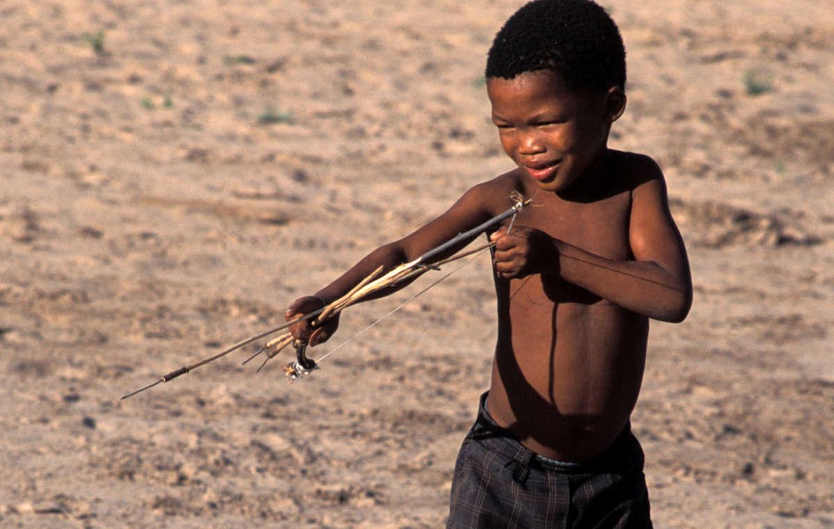 La récente arrestation des enfants par la police paramilitaire est le signe avant-coureur dune nouvelle politique gouvernementale de répression dans la réserve du Kalahari.