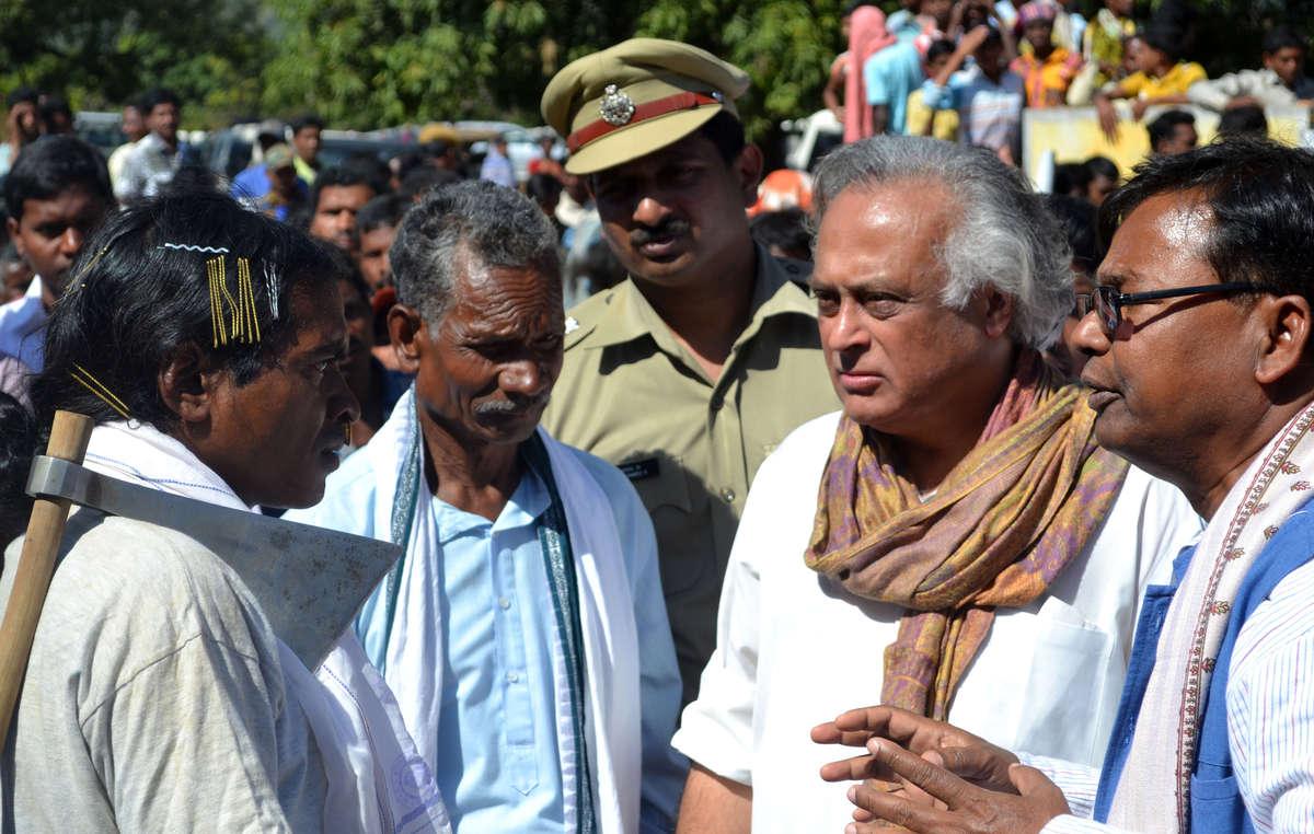 Le ministre Jairam Ramesh rencontre les leaders dongria et majhi kondh