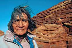 Laîné hopi James Kootshongsie, décédé en 1996. Les Hopi sont 'farouchement opposés' à la vente aux enchères de leurs objets sacrés à lhôtel Drouot à Paris.