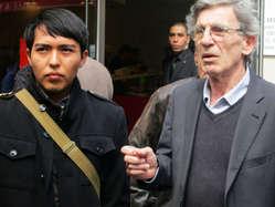 """Young Hopi man Bo Lomahquahu with Director of Survival International France Jean-Patrick Razon."""