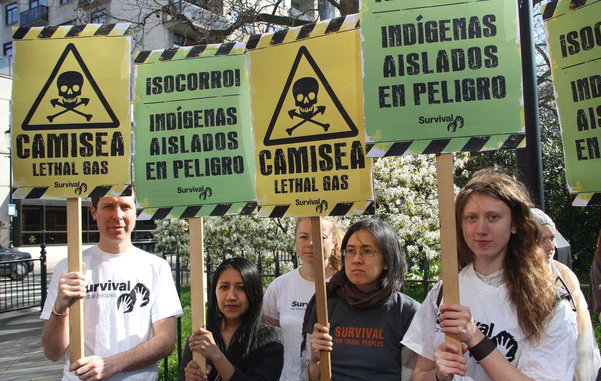 Manifestantes en Londres contra la expansión del proyecto Camisea.