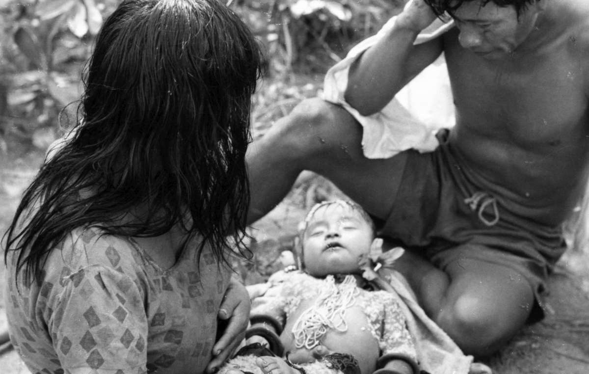 A Karajá couple with their baby, who has died of flu.
