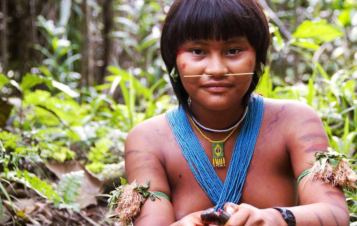 """Un periodista describió a los indígenas brasileños como """"ignorantes"""" y """"sucios""""."""