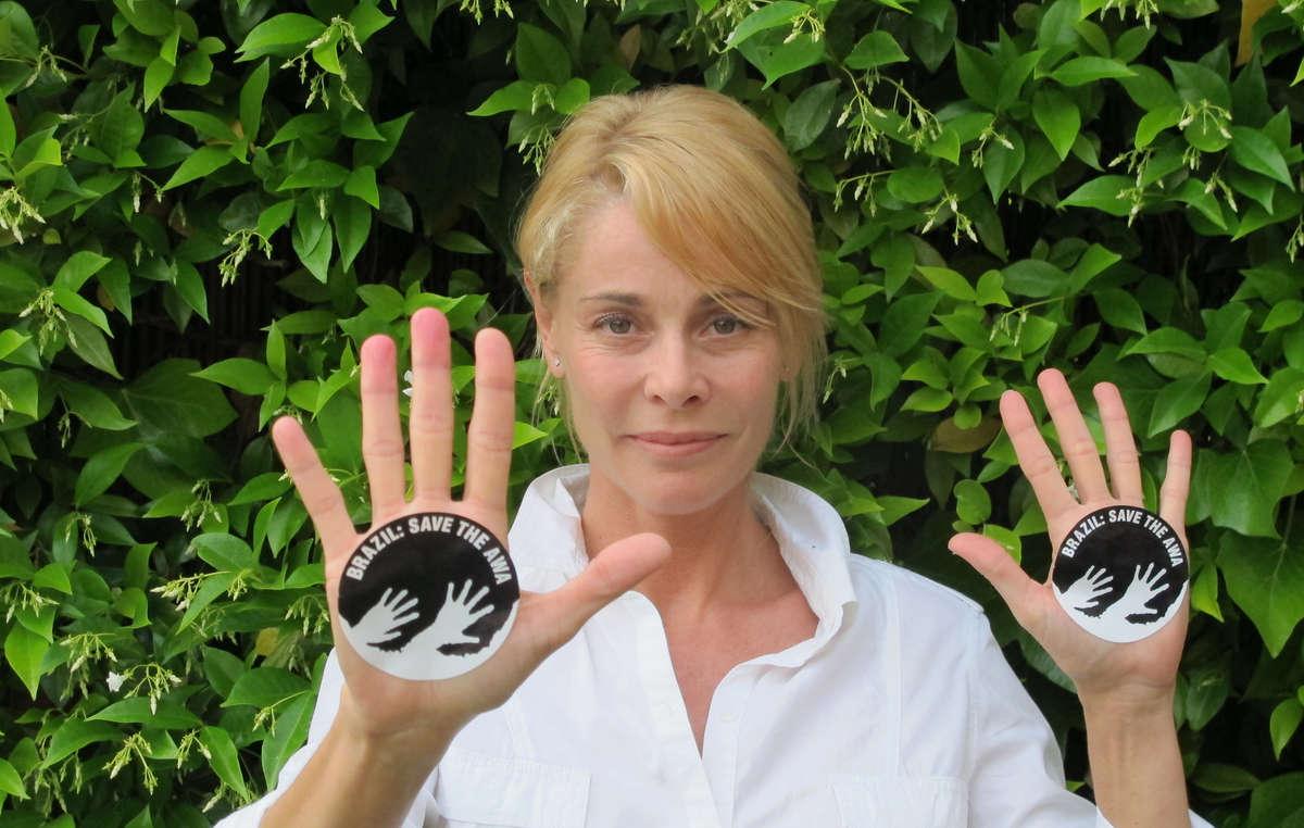 La actriz Belén Rueda pide a Brasil que salve a los awás.