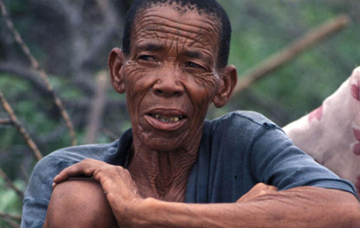 Eine Angehörige der Buschleute in Botswana