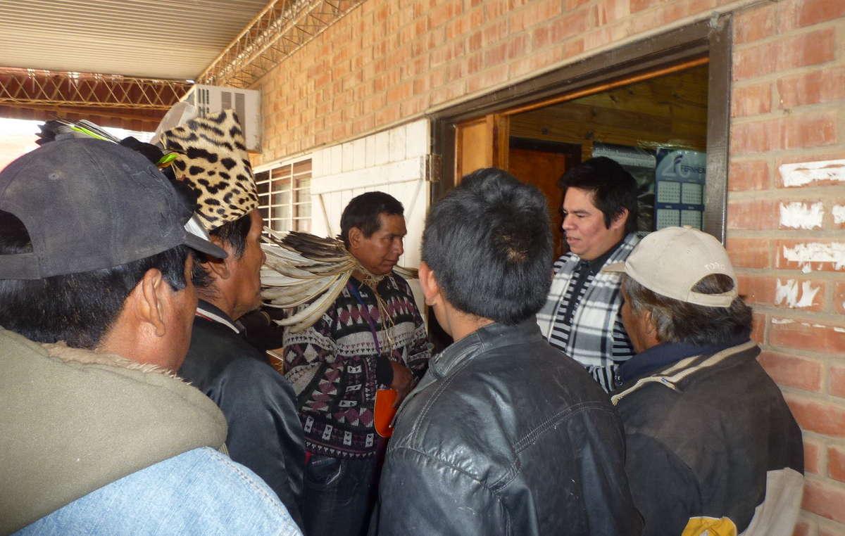Ayer los ayoreos exigieron ante la oficina de la Fiscalía que se ponga fin a la invasión de su tierra.