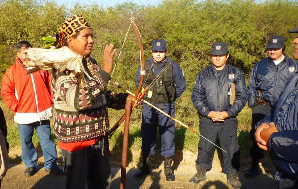 Les Ayoreo bloquent la panaméricaine pour protester contre linvasion de leur territoire