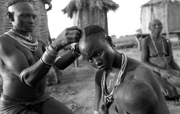 Femmes du peuple kara, dans la basse vallée de lOmo.