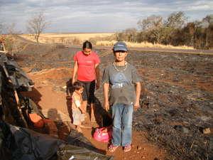 Damiana Cavanha y su comunidad han perdido su refugio y sus pertenencias en el incendio.