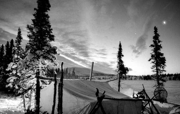 Ein Innu-Lager am Black Fish Lake, eine Tagesreise von Natuashish entfernt und auf dem Weg zu Jagdgründen im Norden und Westen.