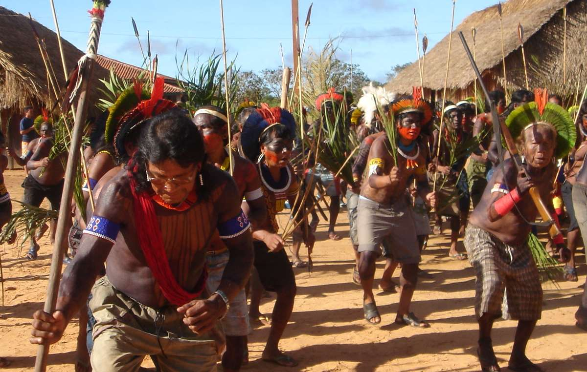 Kayapó dance at an anti-dam protest, Piaraçu, Mato Grosso, Brazil, 2006. Two hundred representatives of the Mebegokre Kayapó Indians met for five days to discuss the Belo Monte dam and four other dams which will devastate their lands.