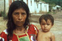 Femme yukpa et son enfant, Sirapta, Sierra de Perijá.