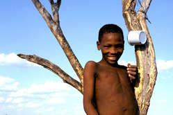 Die Kalahari Buschleute klagen vor Gericht ihr Recht auf Wasser ein.