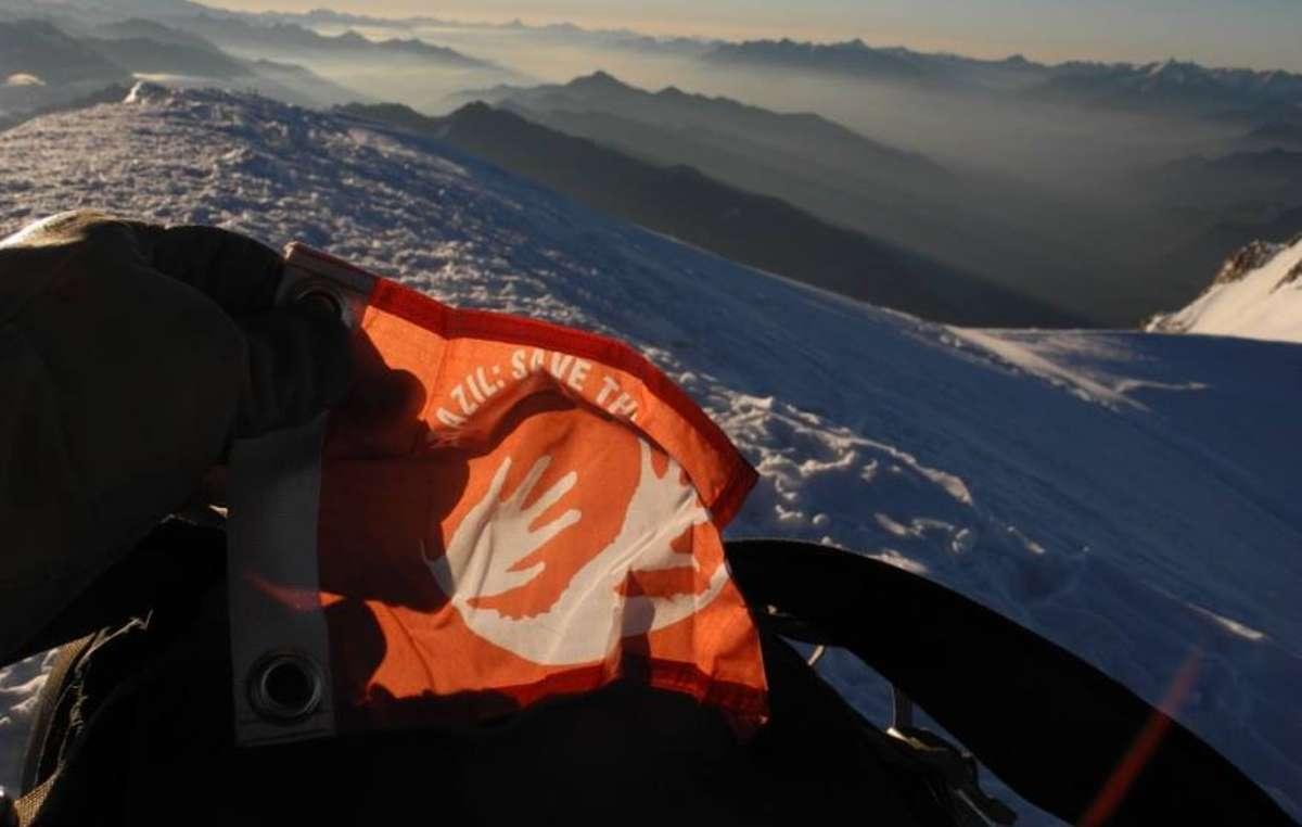 Sticker awá: le logo de la campagne a fait une apparition spéciale sur le Mont Blanc.