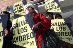 Demonstranten versammelten sich heute in London, Madrid und Paris. © I. Luis/Survival
