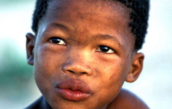 Enfant bushman, Réserve du Kalahari, Botswana, 2004.