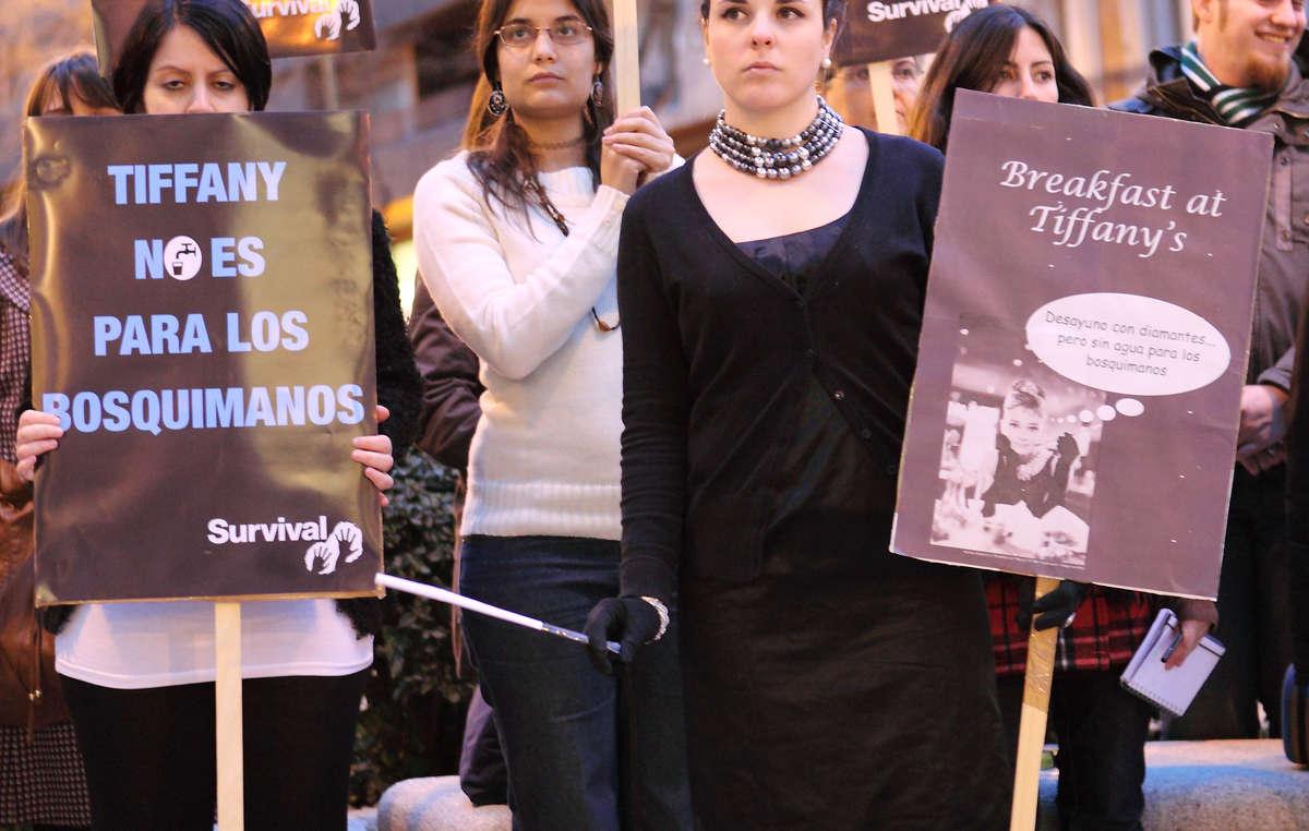Las protestas se desarrollaron hoy ante las tiendas Tiffany de Londres, París, Madrid, Berlín y San Francisco.