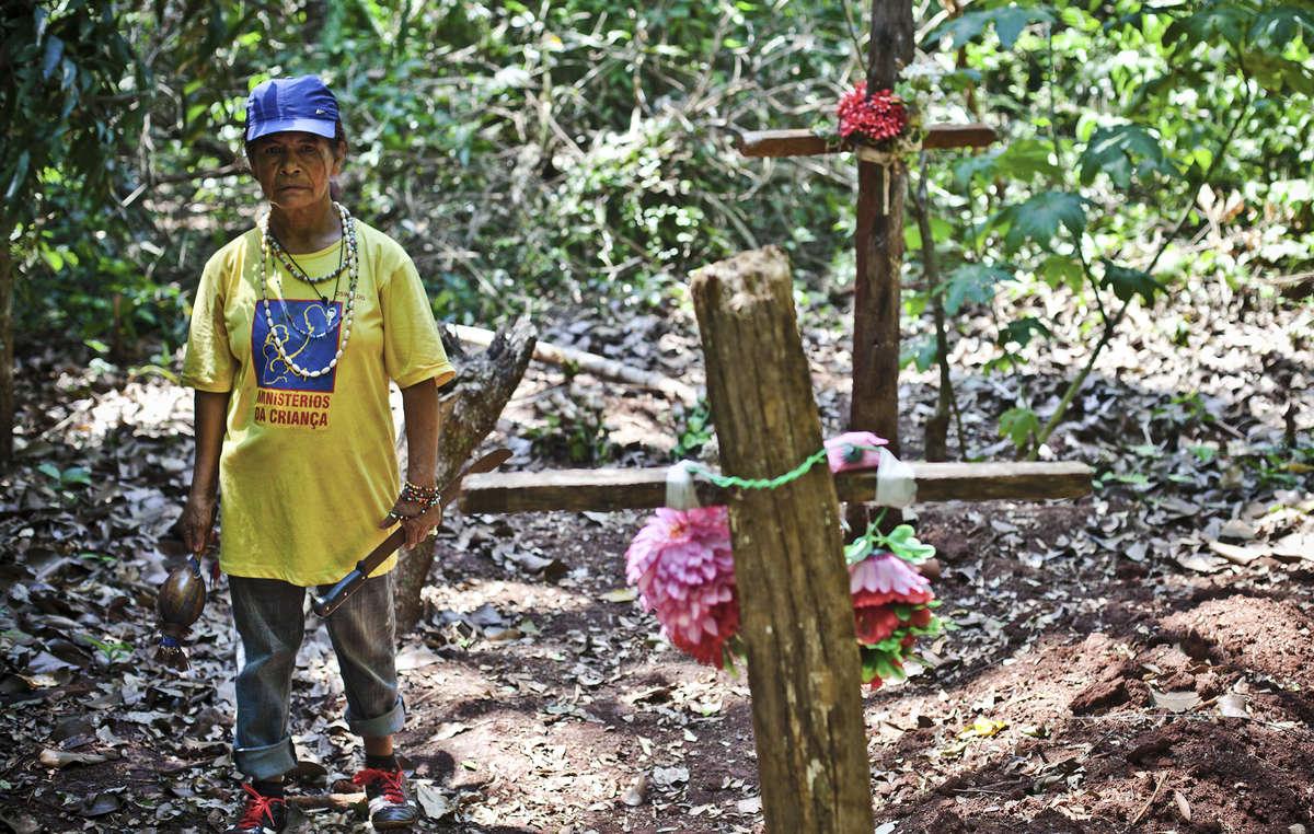 Damiana Cavanha, líder de la comunidad Apy Kay, lleva a sus espaldas la muerte de tres de sus hijos y su marido.