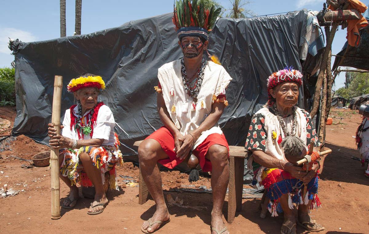 """""""Fortschritt kann töten"""" zeigt anhand erschreckender Statistiken, dass indigene Völker wie die Guarani nicht durch einen Mangel an """"Fortschritt"""", sondern durch Landraub vernichtet werden"""