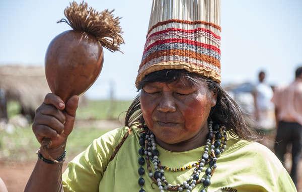 Les Guarani Kaiowá ont le taux de suicide le plus élevé au monde. Leurs terres leur ont été spoliées et ils survivent dans des conditions déplorables.