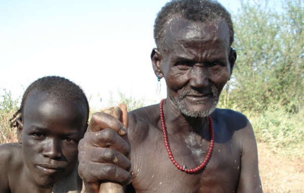 Die Kwegu sind eines der Völker im Omo-Tal.