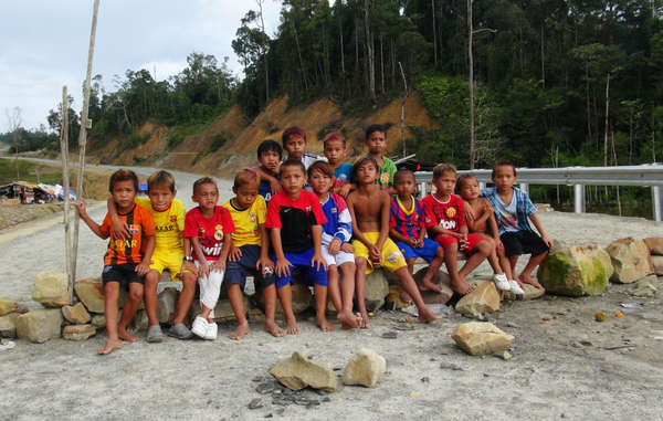 Penan children are among those blockading the Murum dam site.