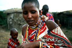 Masai en el poblado manyatta de la Reserva de Caza de los masai mara, Kenia.