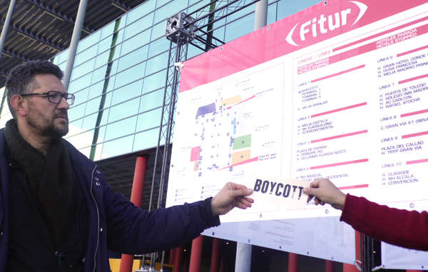 Protestors handed out leaflets at the Fitur travel fair in Madrid and called on visitors to support Survival's tourism boycott.