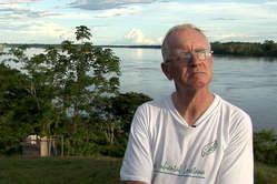 El Gobierno peruano intenta expulsar al activista Paul McAuley del país.