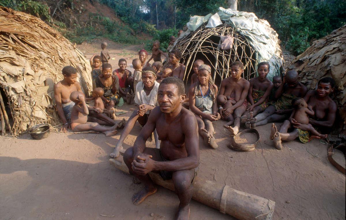 Os povos indígenas da África Central sofrem do racismo da sociedade dominante.