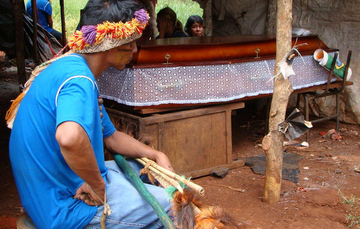 Deuci Lopes, une adolescente guarani, a été renversée et tuée sur la route qui longe le territoire de sa communauté.