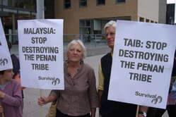 Chief Minister Taib Mahmud was met by demonstrators protesting at the destruction of the Penans rainforest.