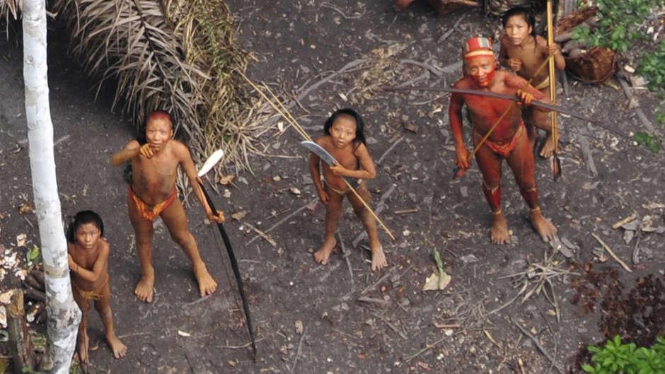 Usando la pandemia da covid19 come copertura, cercatori d'oro e trafficanti di legno stanno prendendo di mira le tribù incontattate.