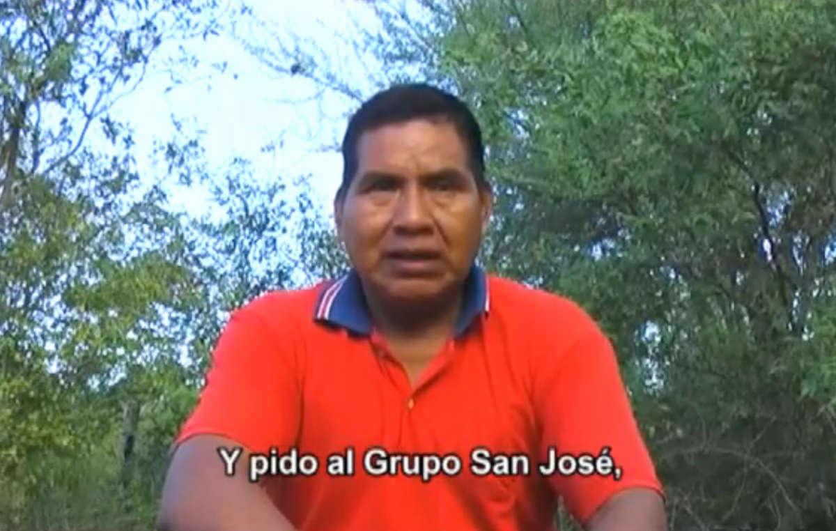 Dans un appel vidéo urgent, le leader ayoreo Porai Picanerai demande au géant espagnol de la construction Grupo San José de restituer le territoire ancestral de son groupe.