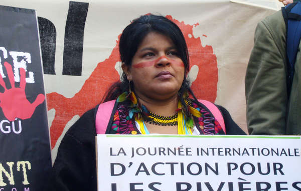 Sonia Guajajara urged the Brazilian government and French companies GDF Suez, EDF and Alstom to stop the construction of several destructive dams.