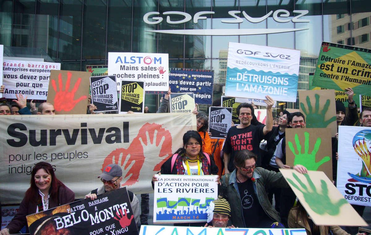 Sônia Guajajara a mené une manifestation devant les bureaux de GDF le mois dernier