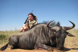 Oggi in Botswana non si può cacciare per sostentamento, mentre i ricchi stranieri possono cacciare per vincere trofei.