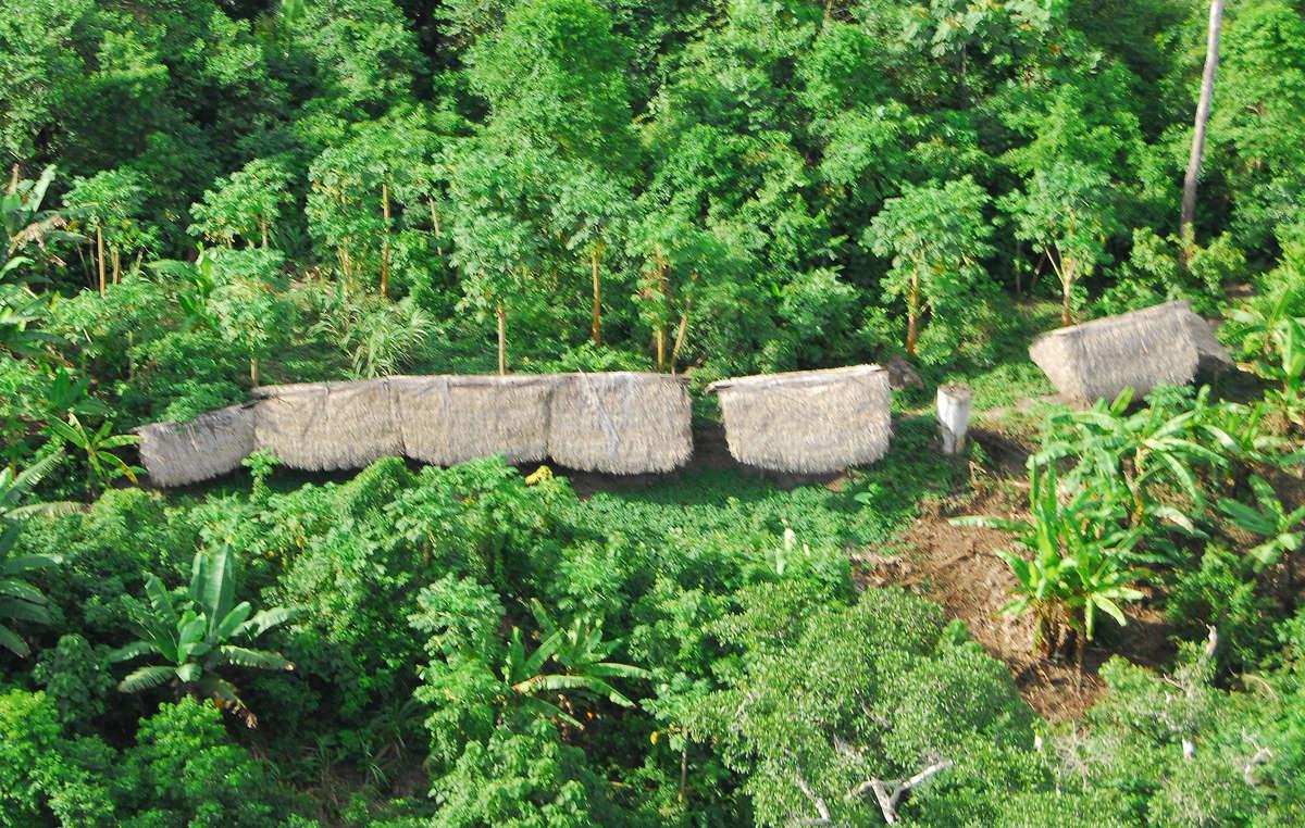 Casas de indígenas aislados en el estado de Acre (Brasil).