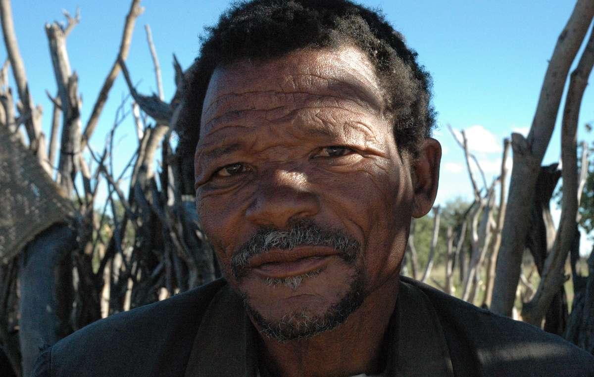 Gakelekgolele Gaoberekwe, ein Angehöriger der Buschleute.