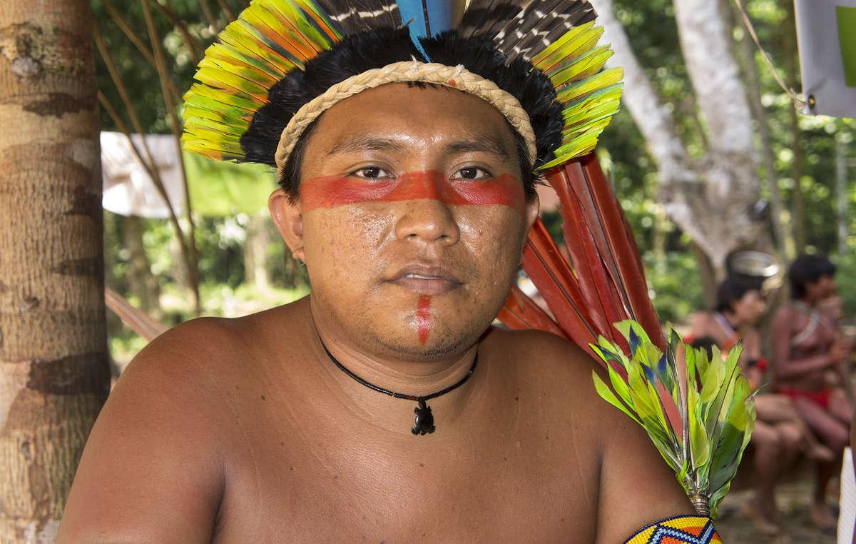 """Dario Yanomami, da Hutukara Associação Yanomami: """"Nossos xamãs estão trabalhando sem parar contra a xawara [epidemia]. Precisamos do apoio do povo brasileiro e do mundo inteiro."""""""