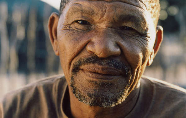 Roy Sesana, leader et chamane bushman, Réserve du Kalahari central, Botswana.