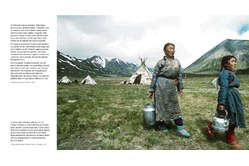 """Il libro di Survival """"Siamo tutti uno"""" è un omaggio ai popoli indigeni della terra."""